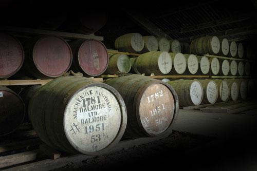 存放著古老的大摩威士忌橡木桶